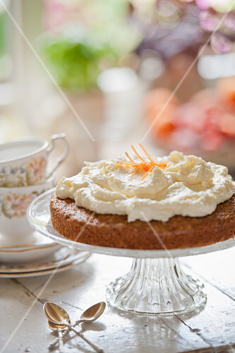 Carrot and walnut cake with cream cheese frosting (afternoon tea)