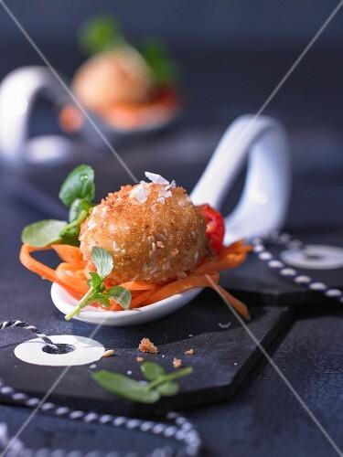 Frittierte Sesam-Eier auf Kressesalat