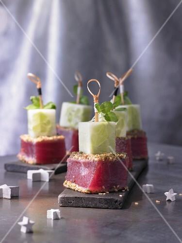 Marinated tuna cubes with dukka (Christmas)
