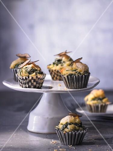 Mini-Maismehl-Muffins mit Trüffelkäse