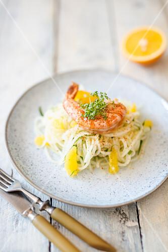Kohlrabi noodle salad with prawns