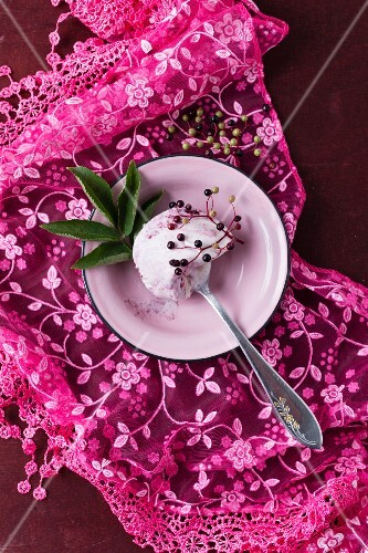Elderberry ice cream and fresh elderberries