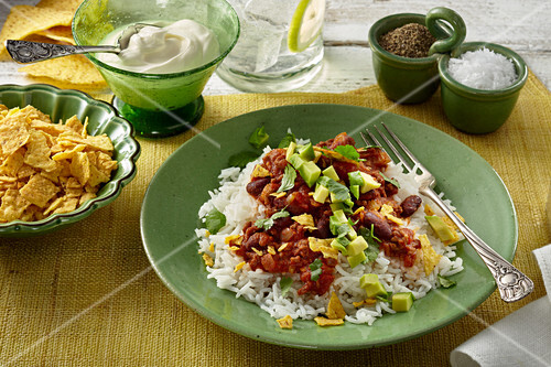 Chilli con carne with avocado, rice and tortilla chips