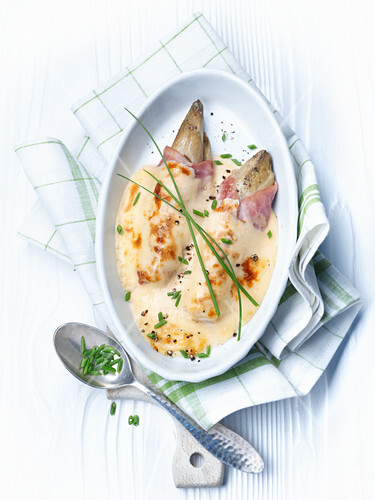 Chicory gratin with ham and chives