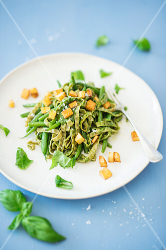 Edamame noodles with green beans, diced potatoes and pesto