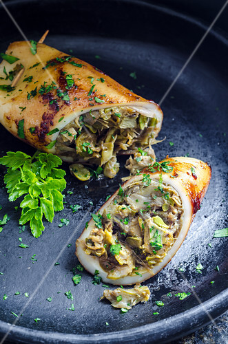Squid filled with artichokes garnished with parsley
