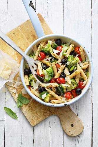 Vegetarian pasta with broccoli