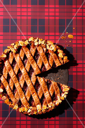 Linzer Torte (nut and jam layer cake – trend from the 1990s)