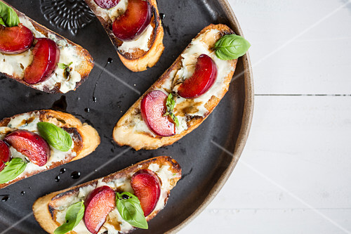 Crostini with plum and basil