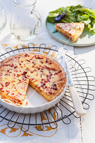 Quiche Lorraine with puff pastry, sliced