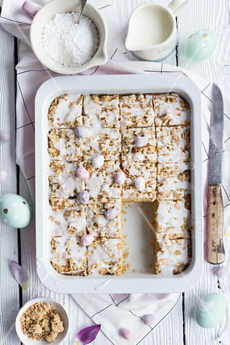 Juicy carrot crumble cake for Easter