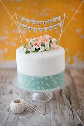 Hochzeitstorte Mit Zuckerblumen Bilder Kaufen 12437440