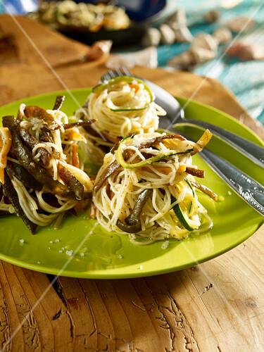 Spaghetti with vegetables and algae