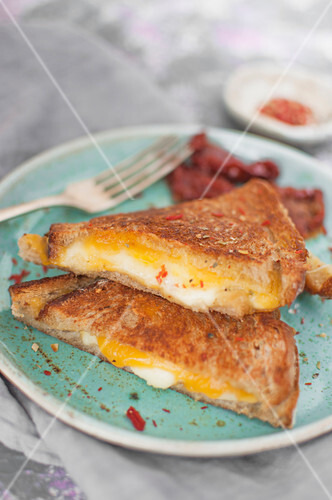 Cheese toasts (mozzarella, cheddar and butter) served with sun dried tomatoes