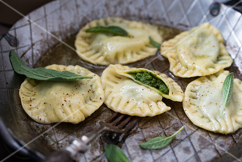 Ravioli with green pesto in sage butter (vegan)
