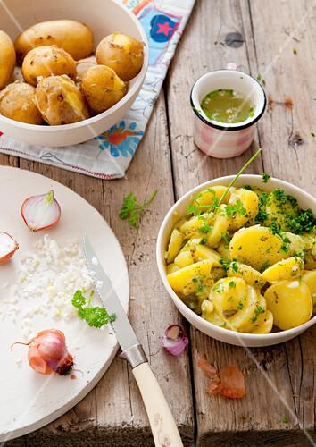 Swabian potato salad with onions and herbs