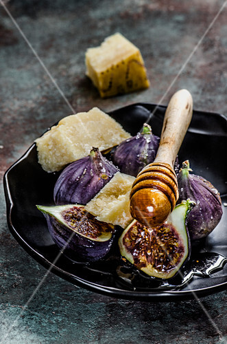 Figs with honey and Parmesan