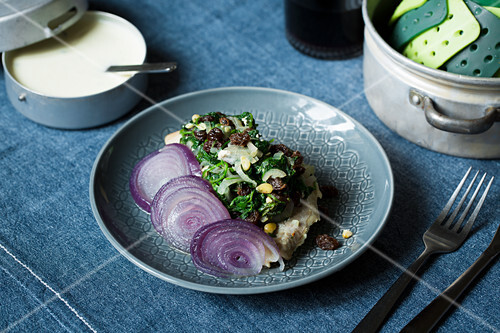 Steamed fish fillets topped with spinach