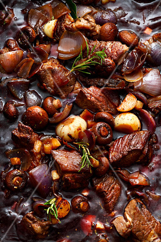 Braised beef cubes with onions and mushrooms