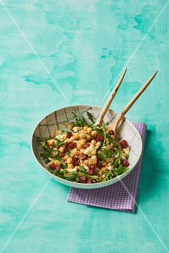 Chickpeas and rocket salad with chorizo