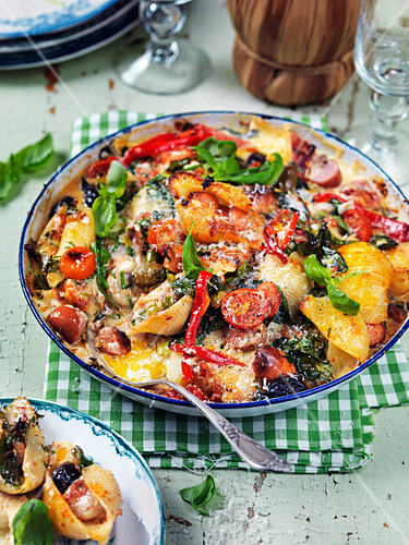 Pasta bake with peppers, tomatoes, spinach, sausages and cheese