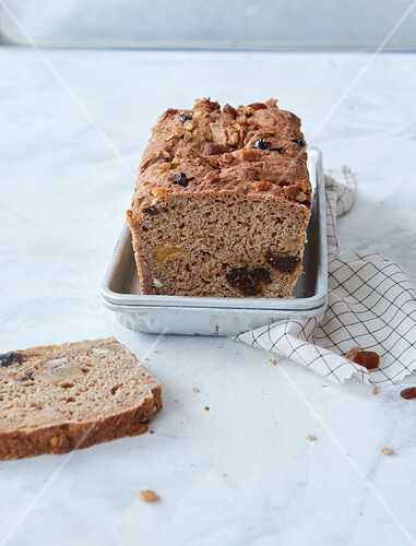 Sugar-free vegan fruit bread