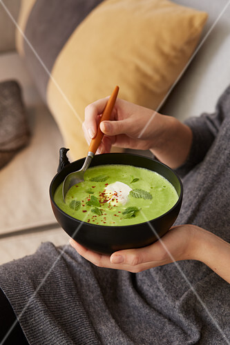 Cream of pea soup with grappa and chilli