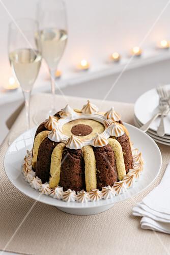 Dessert mit Biskuit, Kaffeesirup und Schoko-Maronen-Creme (Italien)