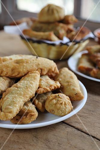Various fried dumplings (India)