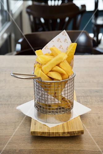 Chips in a mini frying basket
