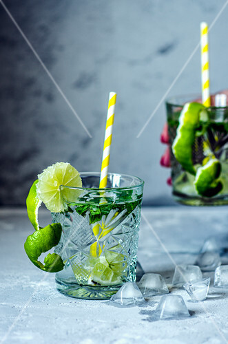 Mojitos with limes