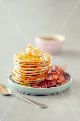 Pikelets with buckwheat, smoked paprika butter, bacon and maple syrup (Australia)