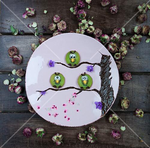 Kiwi owls decorated with fondant