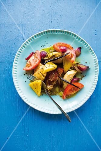 Karibischer Tomaten-Ananas-Salat mit Hähnchenbrust und Vanille