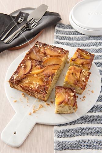 Upside-down peach cake with amaretti