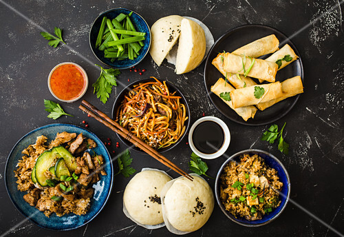 Various classic oriental dishes (seen from above)