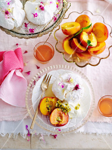 Pavlova Bar with peaches