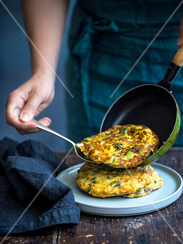 Spring onion and bacon frittata