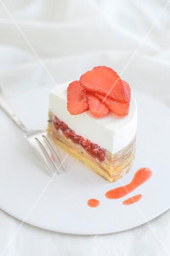 Baumkuchen tart with strawberries