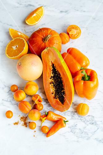 An arrangement of orange foods (seen from above)