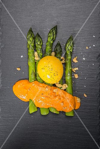 Green asparagus with egg yolk and sauce