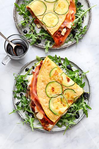 Gefülltes Zucchini-Omelett mit Parmaschinken (Low Carb)