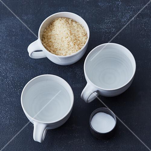 Reis richtig kochen - im Verhältnis 2:1 mit Reis aufkochen