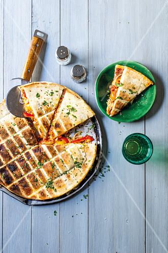 Gefüllte Pizza vom Grill