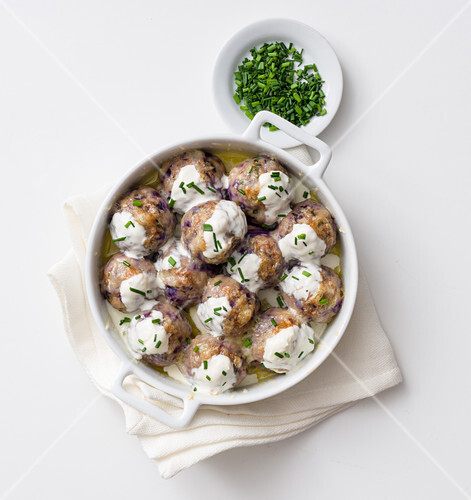 Grilled red cabbage and bread dumplings on sour cream with chives
