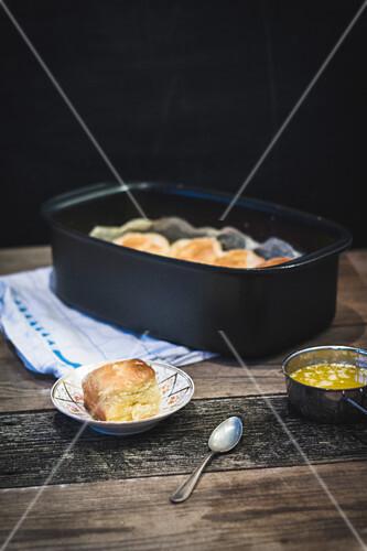 Dampfnudeln (steamed, sweet yeast dumplings) with butter à la Henriette Davidis