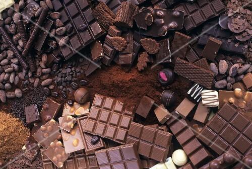 Schokoladenstilleben mit Schokolade, Kakao & Konfekt