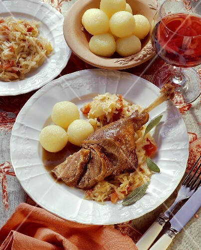 Goose leg with cabbage and dumplings
