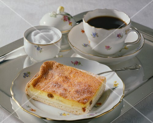 Dresden Eierschecke (leavened quark cake with raisins)