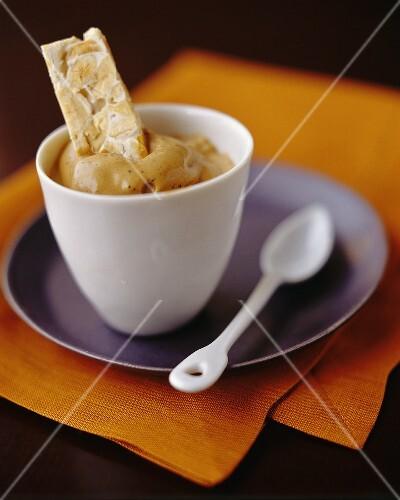 Schoko-Mokka-Eis mit Mandelkonfekt